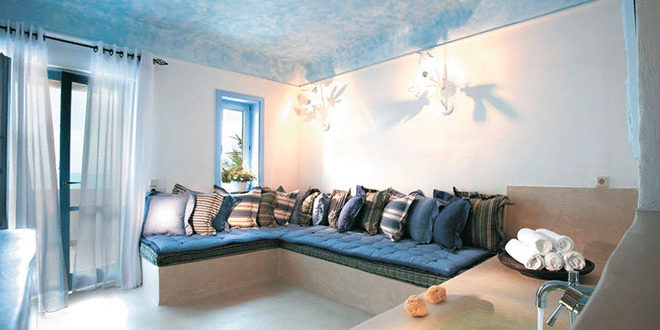 Тканевый натяжной потолок в гостиной