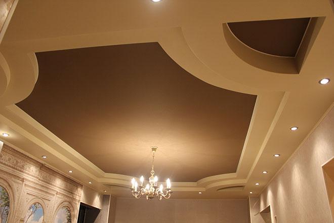 Коричневый тканевый натяжной потолок