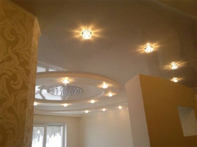 Светильники ниже потолка