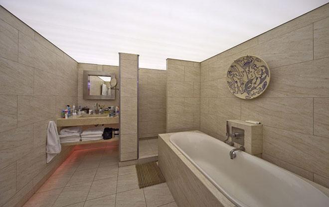 Сатиновый в ванной