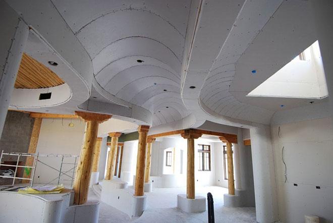 Гипсокартон сложной формы на потолке
