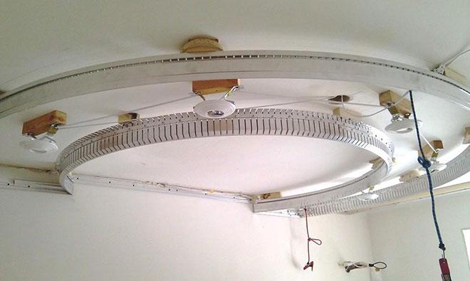 Крепление багета и светильников для натяжного потолка
