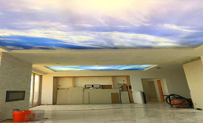 """Полупрозрачный натяжной потолок с рисунком """"небо"""""""