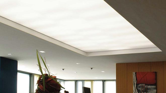 Полупрозрачный натяжной потолок с подсветкой за ним