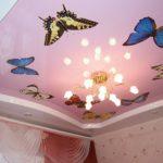 """Натяжной потолок с рисунком """"бабочки"""""""