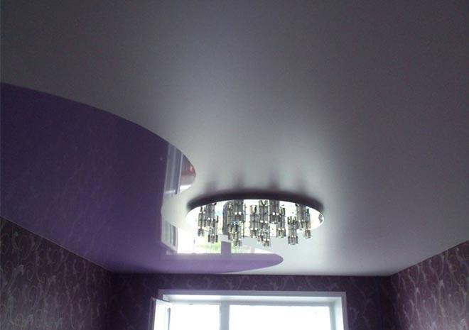 Одноуровневый комбинированный натяжной потолок: глянцевый и матовый