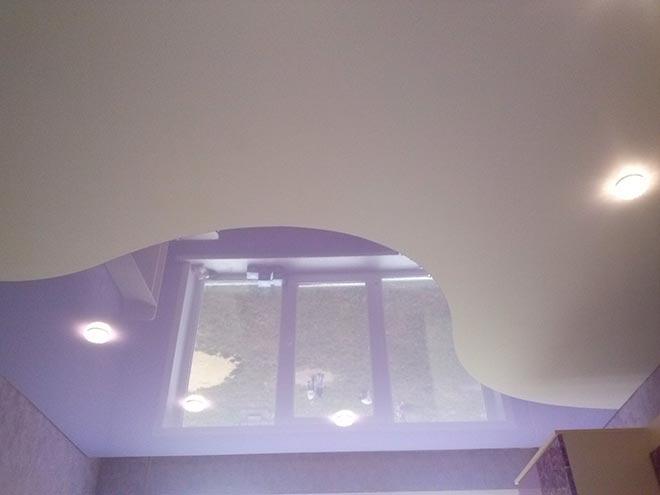 Комбинированный натяжной потолок матовый и глянцевый